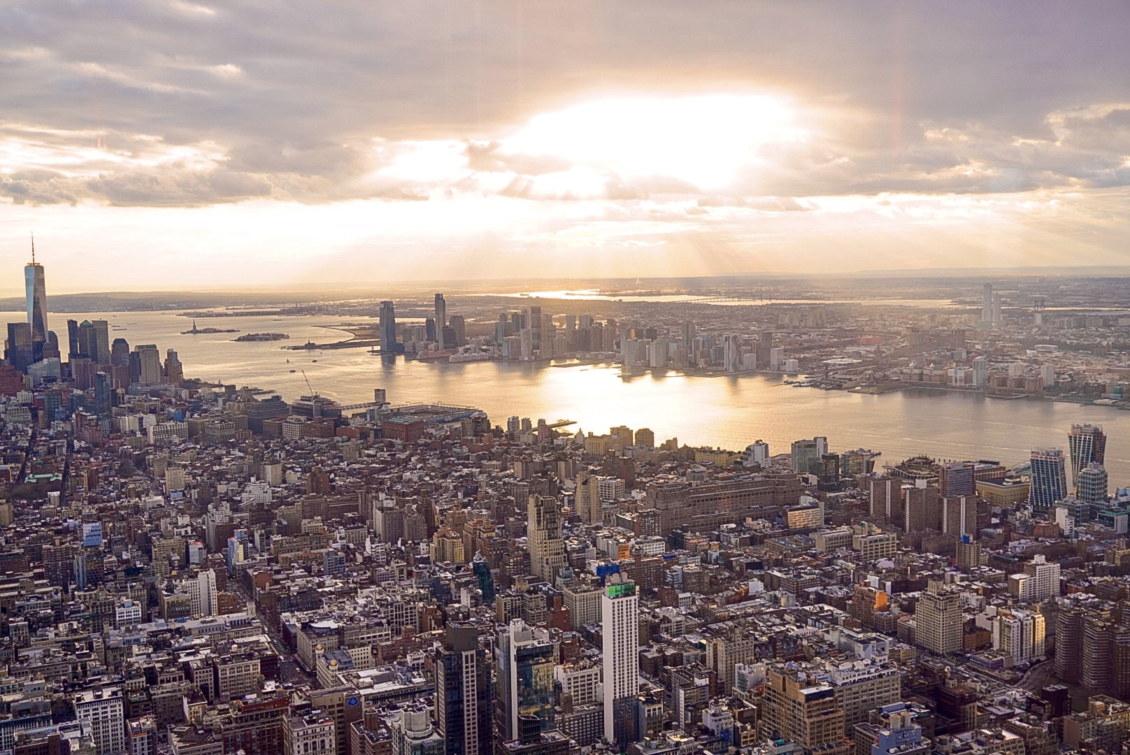 NYC New York Skyline Empire State Building ESB Sunset All Access Tour Skip lines Celebrity VIP Photography Things to do in New York NY Bucketlist