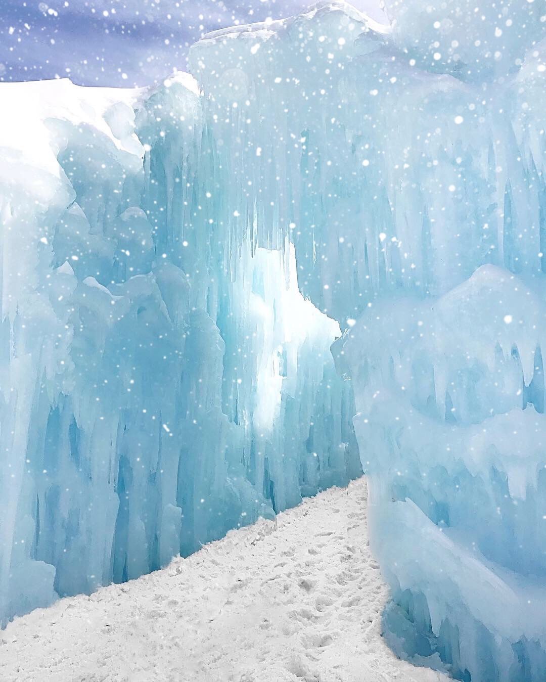 things to do in woodstock nh, things to do in woodstock new hampshire, ice castles near new york real life Arendelle