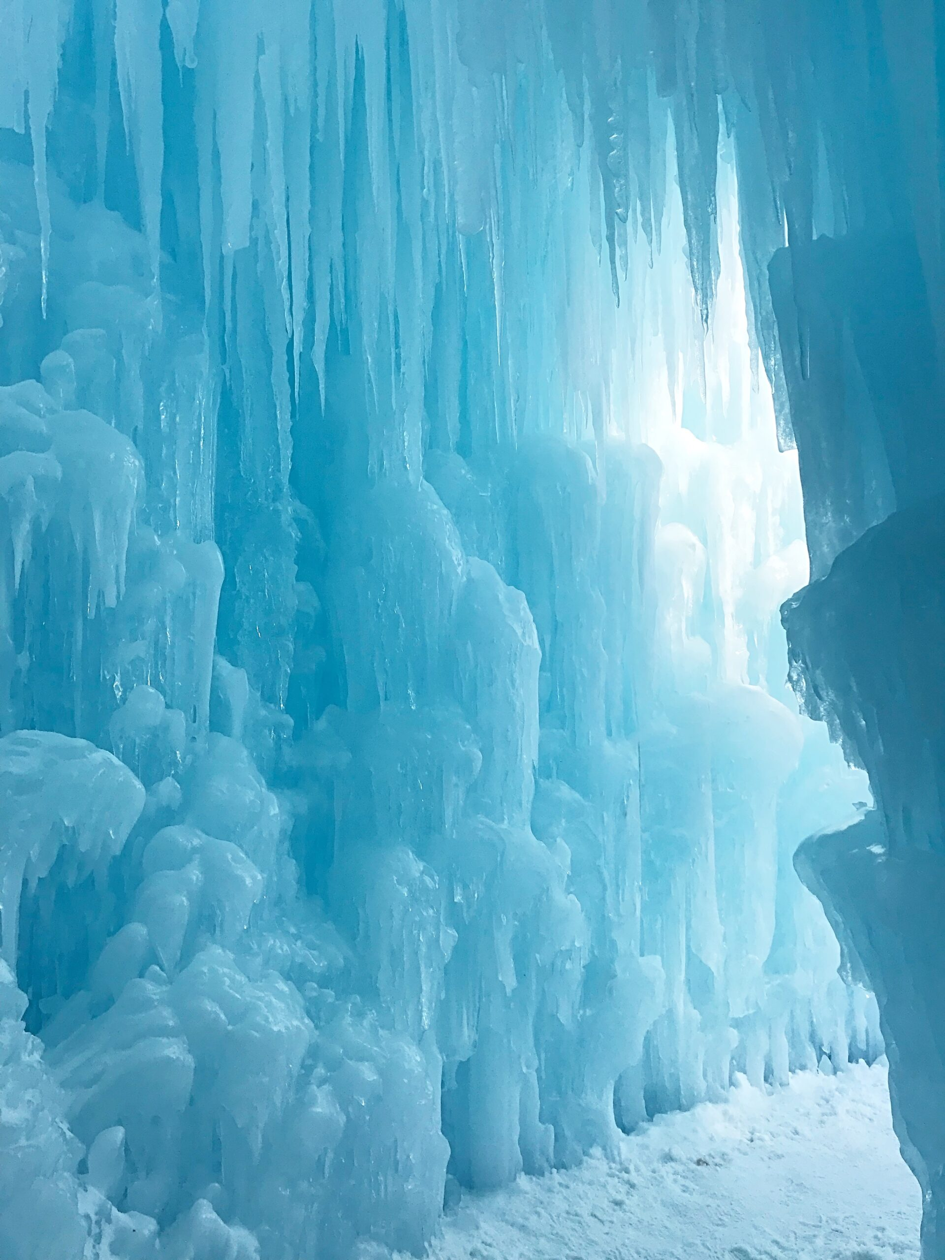 ice castles outfit, ice castles photoshoot, top things to do nh, new england travel guide Disney Frozen Winter Wonderland real life Arendelle