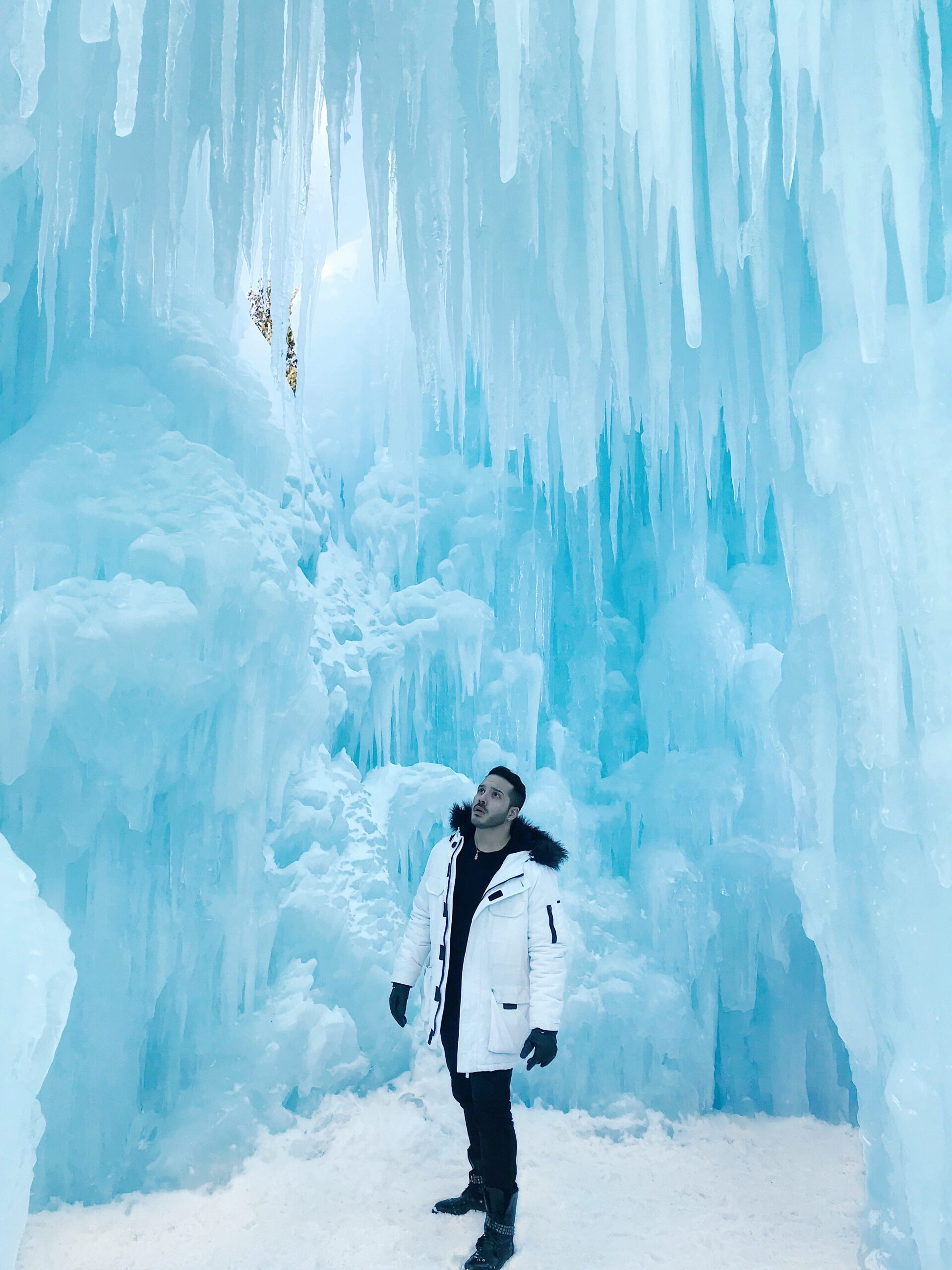 best winter vacations for families, travel guide, amazon fashion outfits ice castles outfit, ice castles photoshoot, top things to do nh, new england travel guide Disney Frozen Winter Wonderland real life Arendelle
